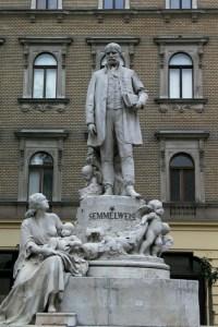 semmelweis estatue