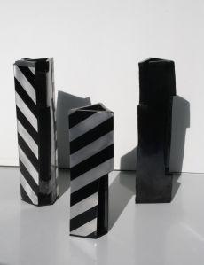 escultura-engobe-negro-aluminio-y-pintura-industrial-de-diferenes-alturas